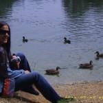 Relaxare pe malul lacului cu rate